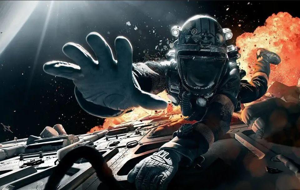 Homem vestido de astronauta tentando escapar de uma nave pegando fogo de uma das séries de ficção na Amazon