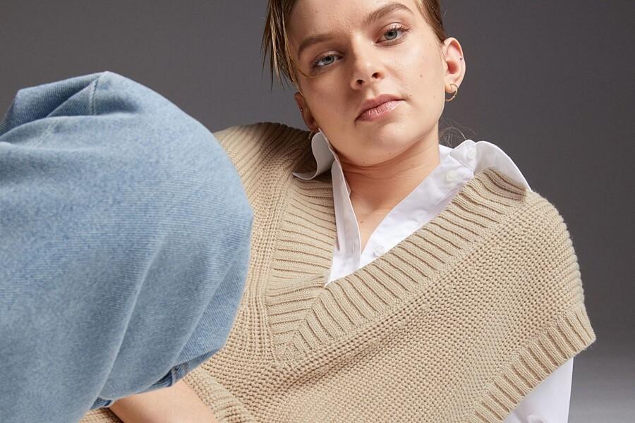 como apostar em um look com o colete de tricô